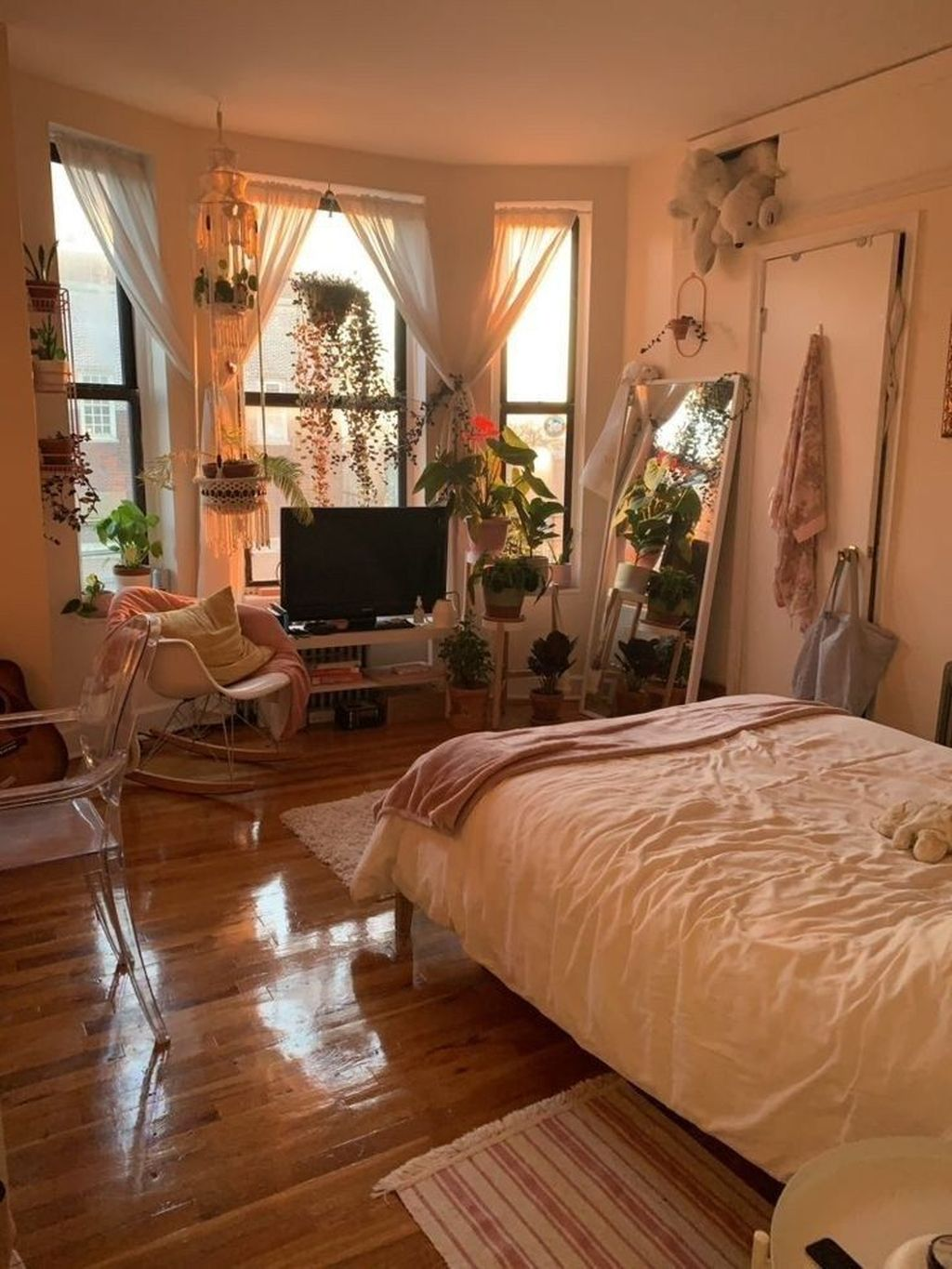 Fascinating Apartment Bedroom Decor Ideas 32