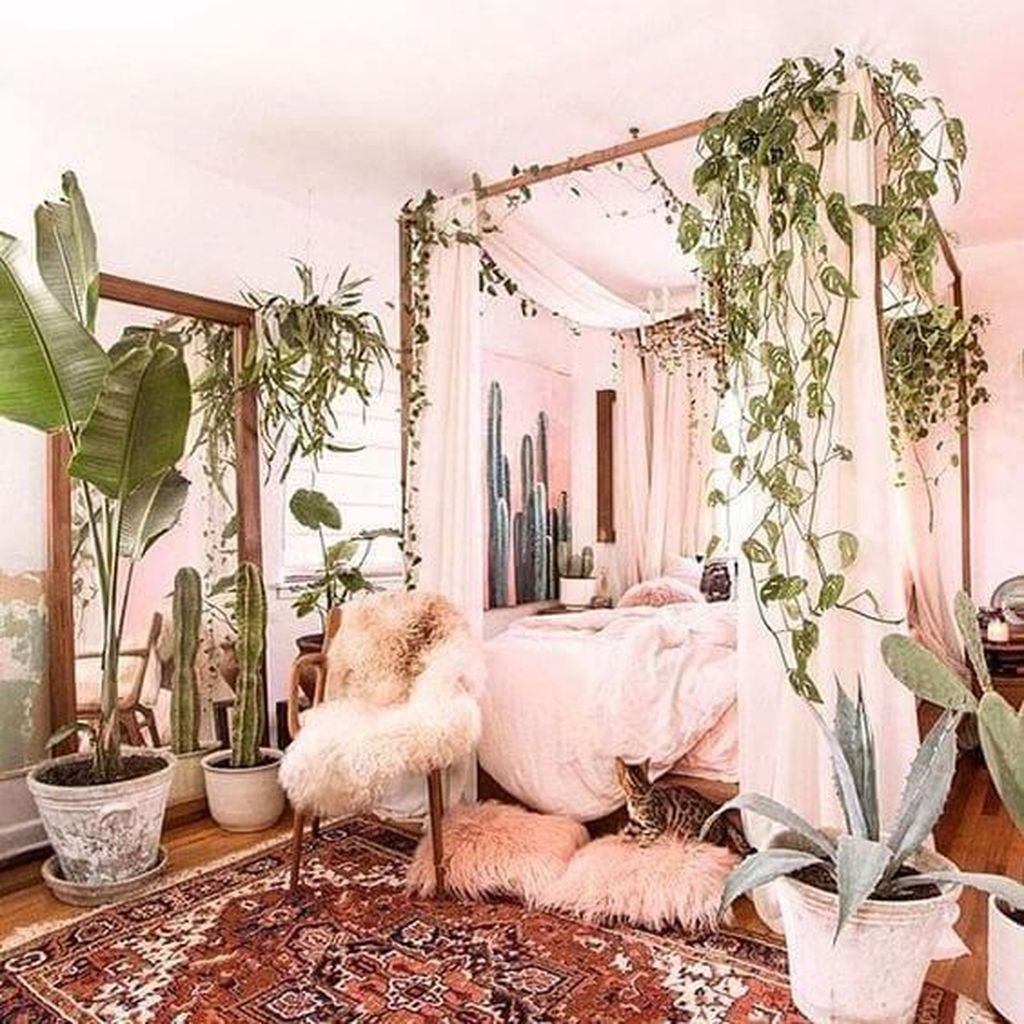 Lovely Bedroom Decor With Plant Ideas 02