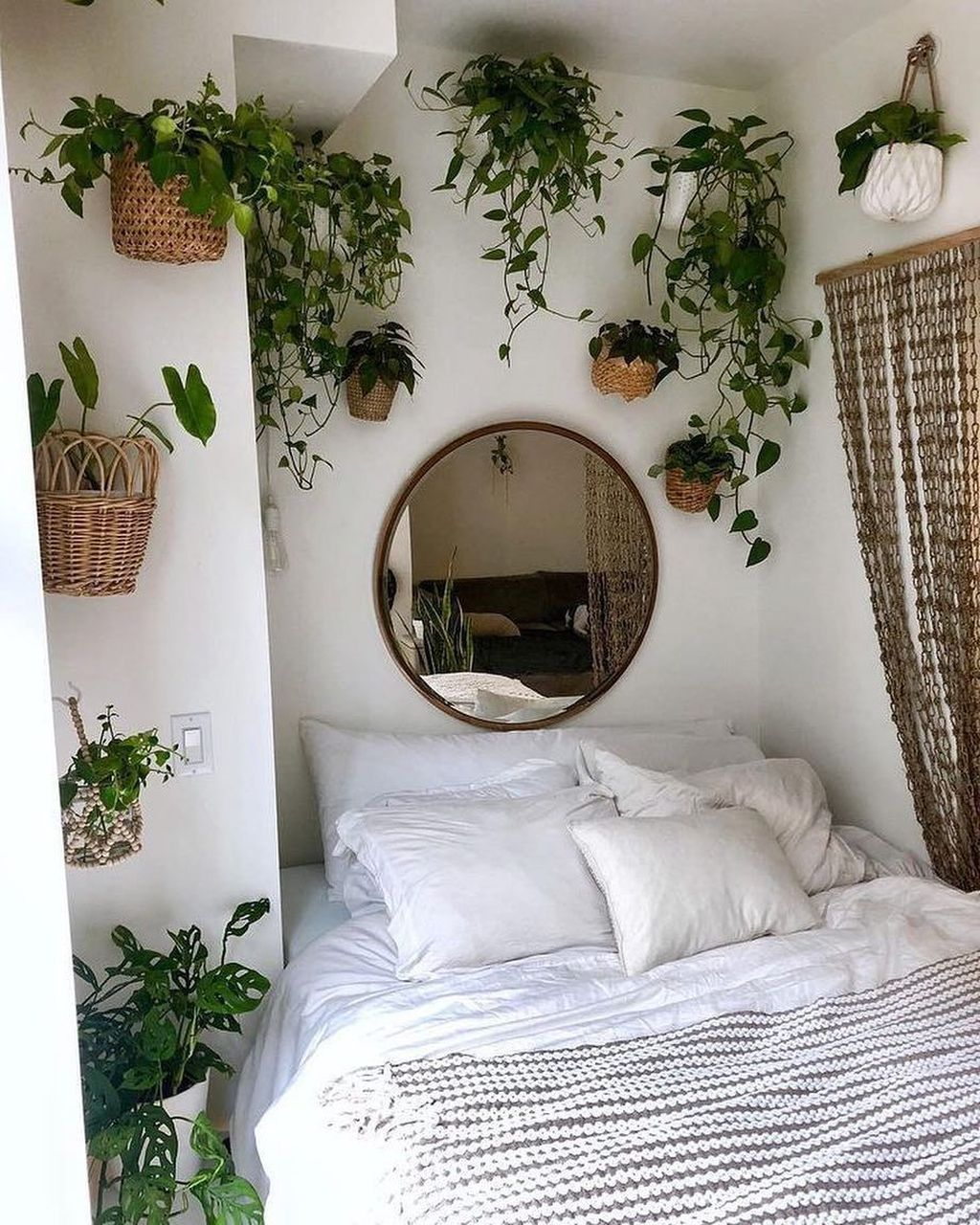Lovely Bedroom Decor With Plant Ideas 05