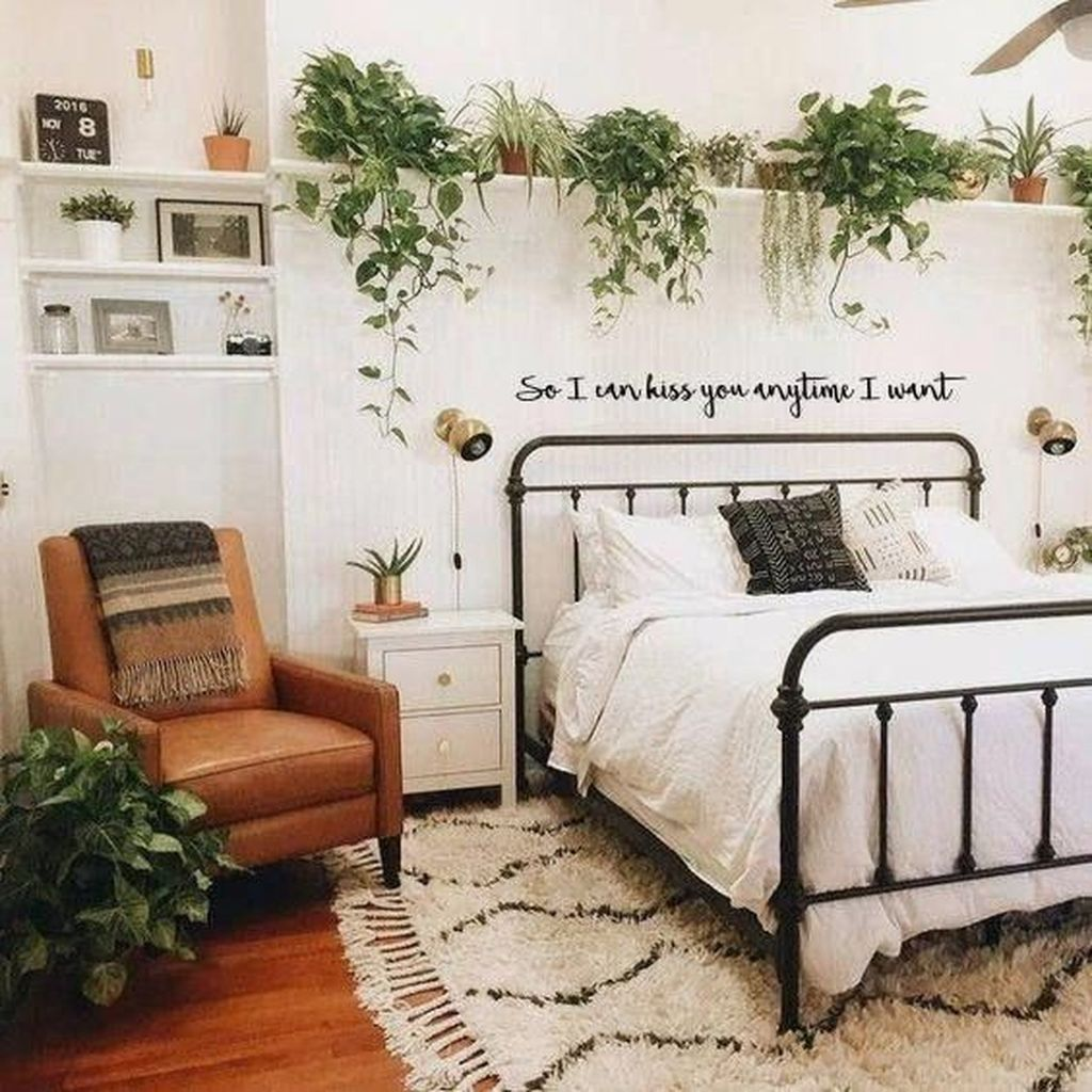 Lovely Bedroom Decor With Plant Ideas 24