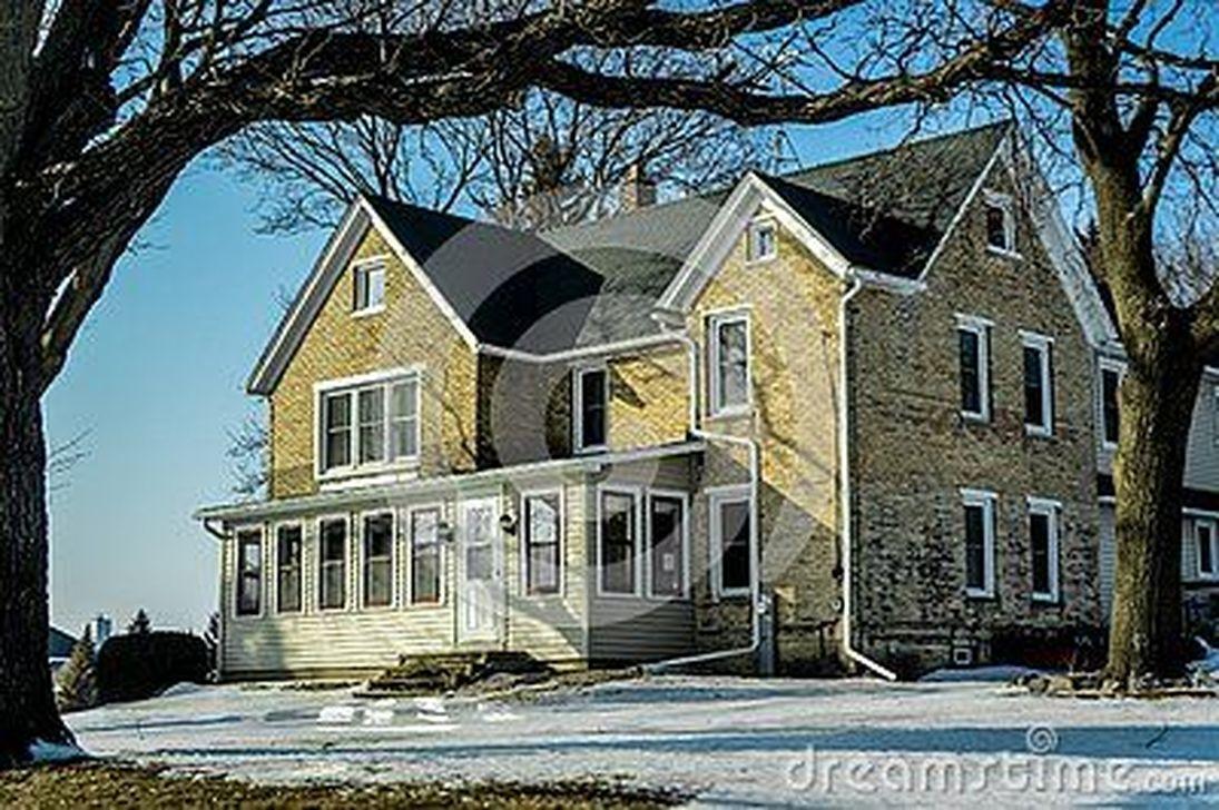 Awesome Yellow Brick House Exterior Design Ideas 26