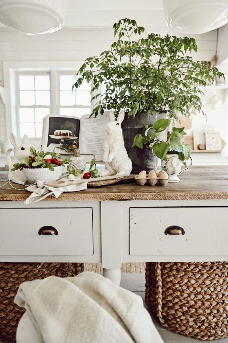 Beautiful Farmhouse Spring Table Decor Ideas 15
