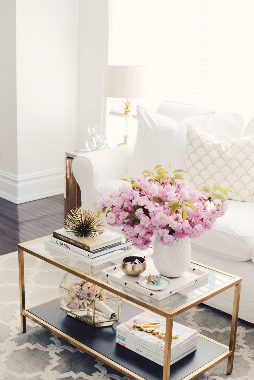 Beautiful Living Room Coffee Table Decor Ideas 23