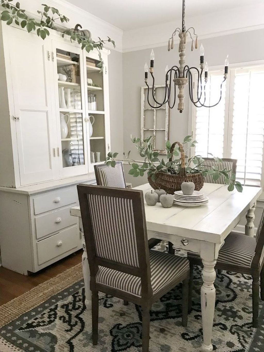 Brilliant French Dining Room Decor Ideas 16