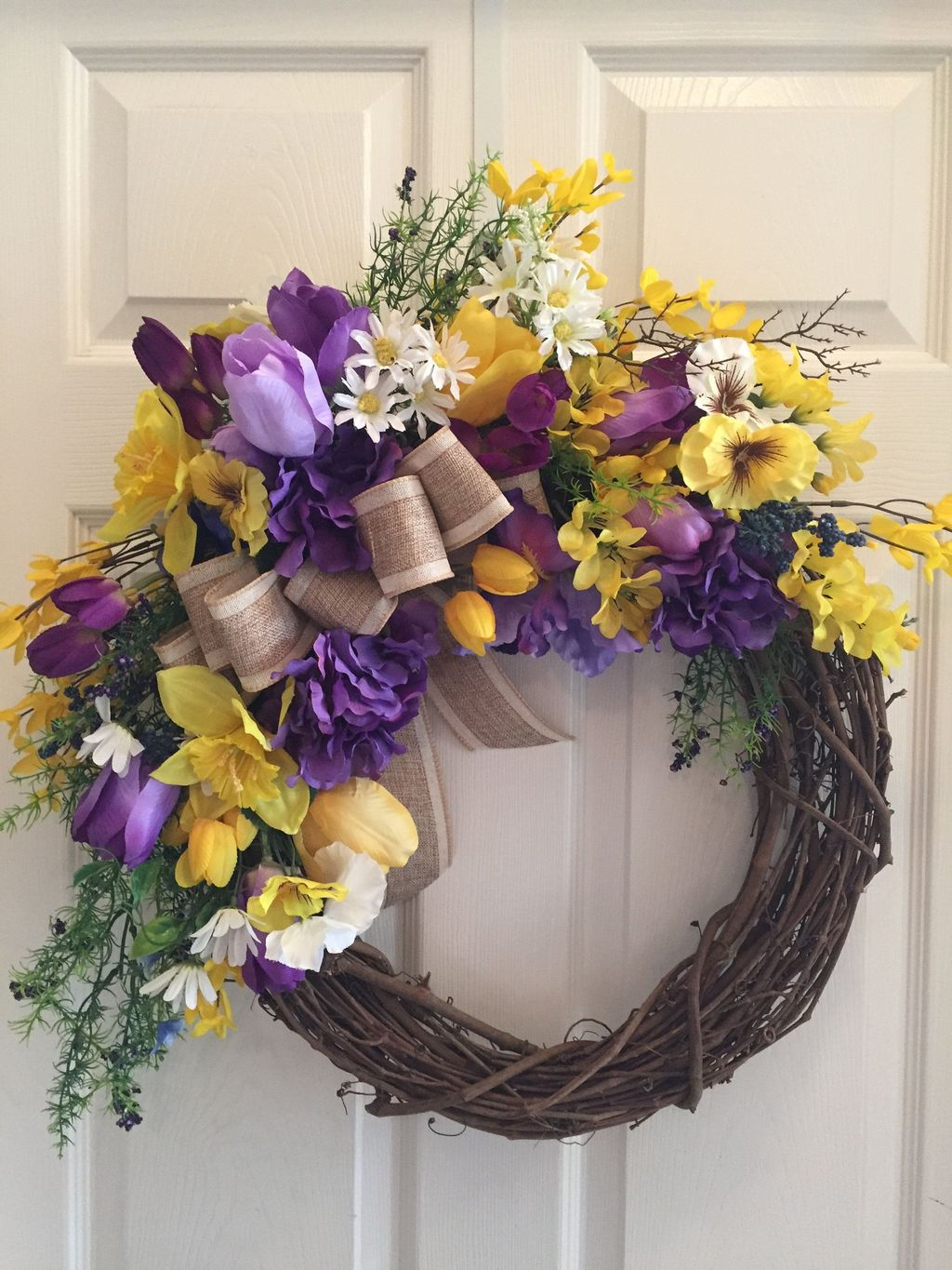 Brilliant Spring Door Wreaths Design Ideas 16