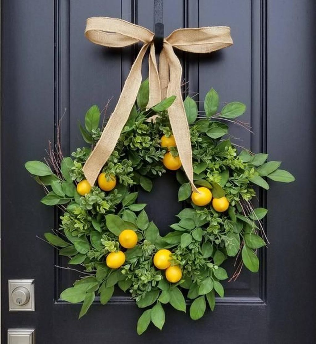 Brilliant Spring Door Wreaths Design Ideas 17