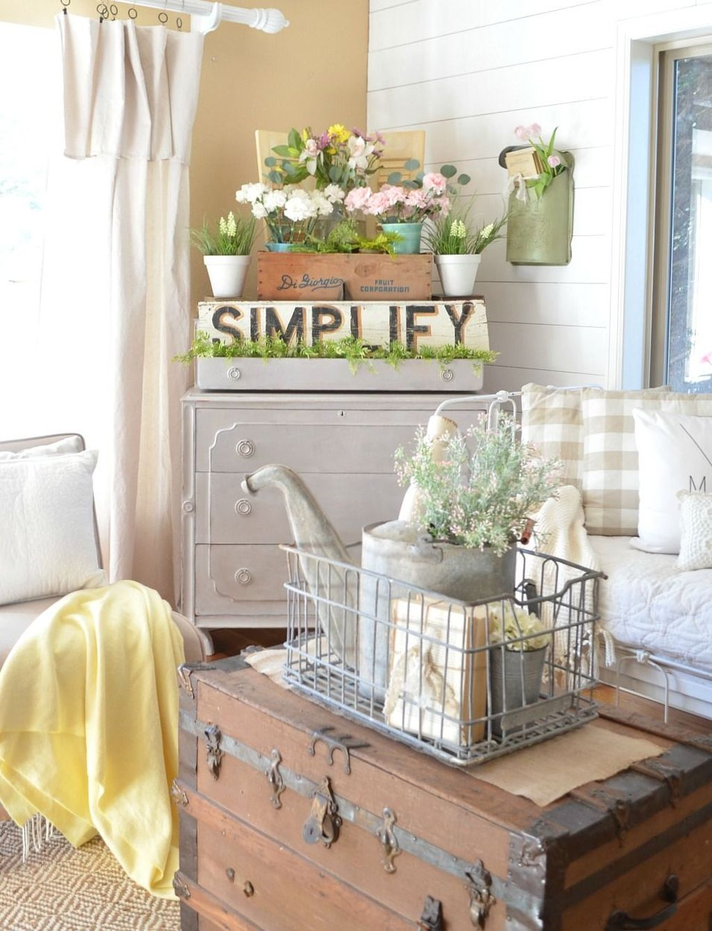 Fascinating Spring Farmhouse Decor Ideas You Should Copy 14
