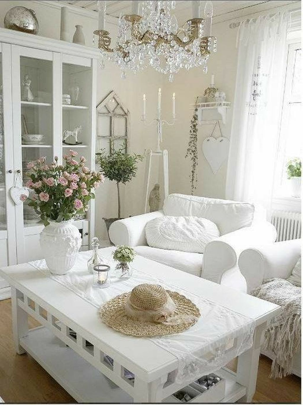 Lovely Chic Living Room Wall Decor Ideas 22 - PIMPHOMEE