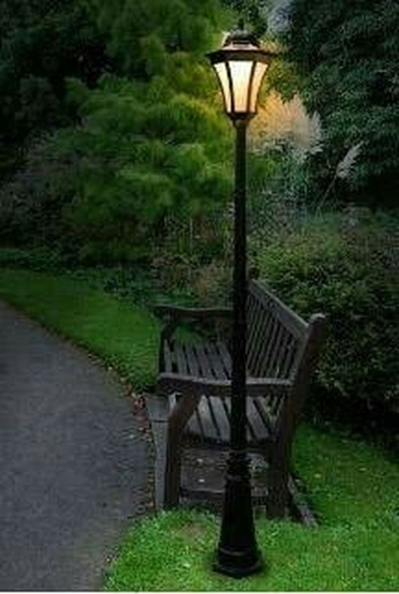 Stunning Outdoor Lamp Posts For Front Yards Decor 08
