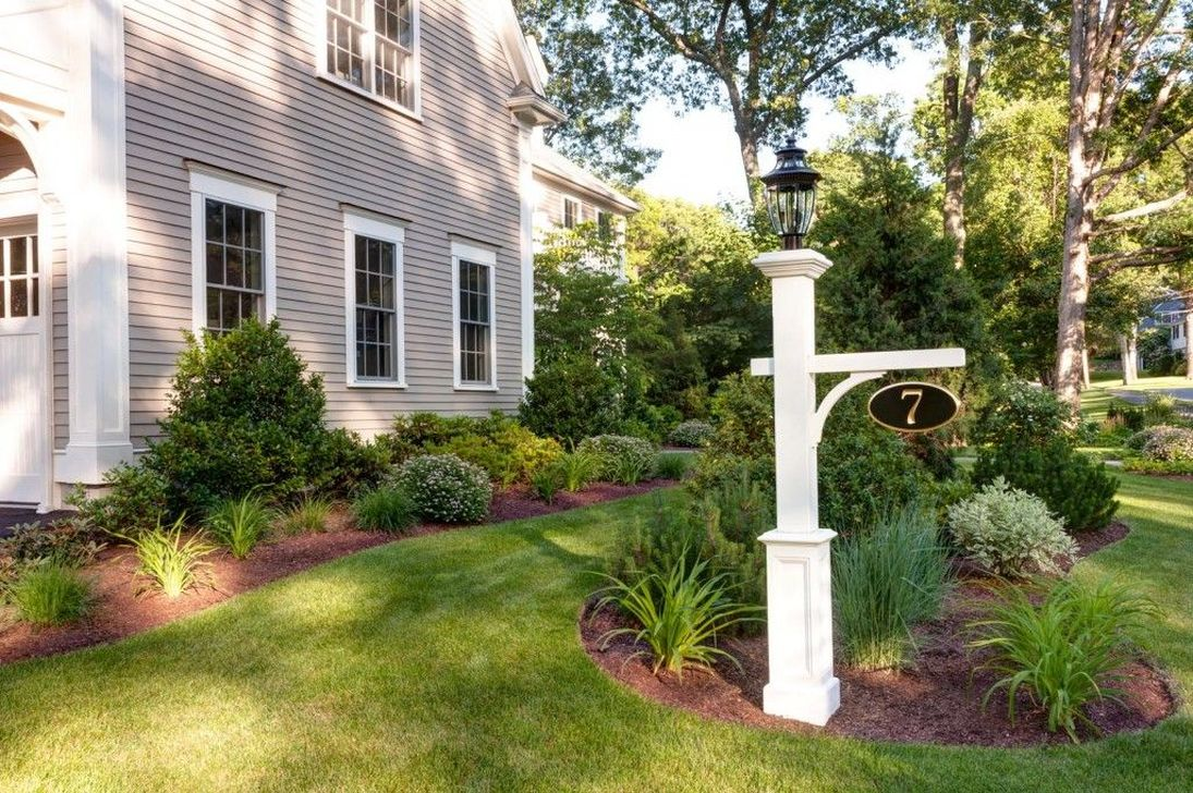 Stunning Outdoor Lamp Posts For Front Yards Decor 14