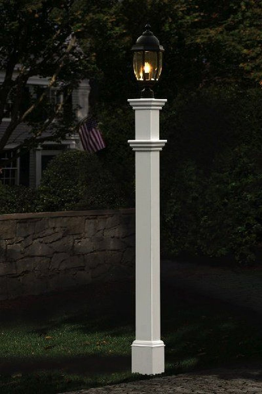 Stunning Outdoor Lamp Posts For Front Yards Decor 15