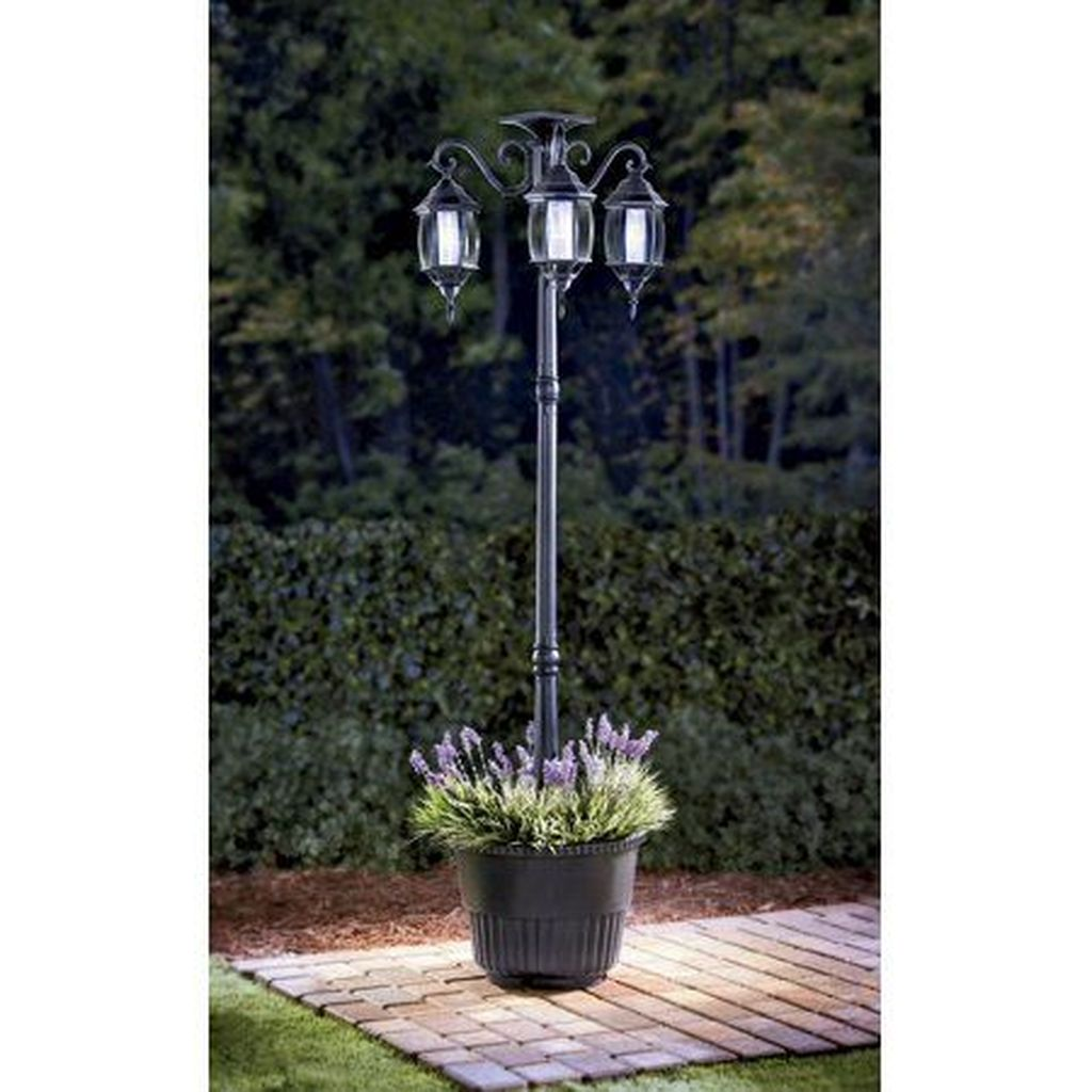 Stunning Outdoor Lamp Posts For Front Yards Decor 22