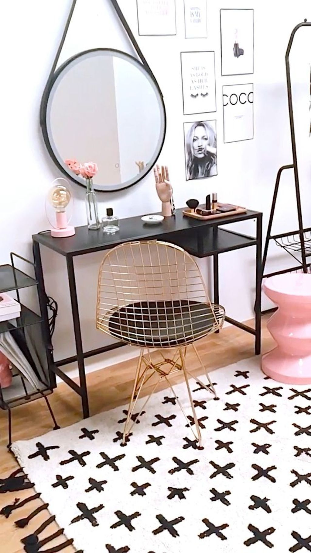 Stylish Console Table Design Ideas You Must Have 32