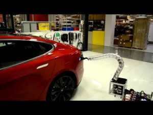 Prototype de charger en forme de serpent de la TESTLA Model S – YouTube