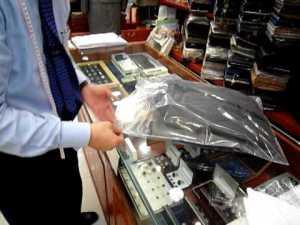 Comment plier un costume dans une valise avec le pantalon et une chemise ? Réponse en vidéo – YouTube