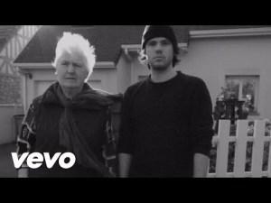 Casseurs Flowters – J'essaye, j'essaye (Orelsan feat. Janine) – YouTube