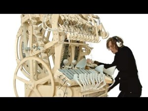 Wintergatan – instrument machine en bois et billes – Marble Machine (music instrument using 2000 marbles) – YouTube