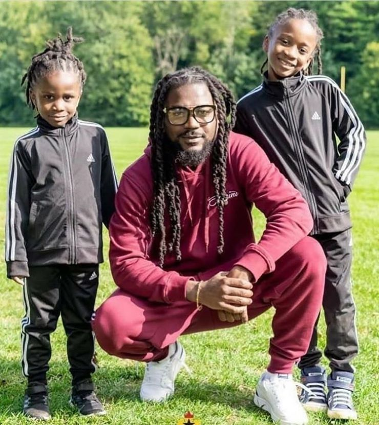 Daddy Goals: Dancehall Artist Samini Poses With His Cute Daughters 4