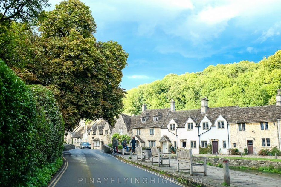 Row of houses by Bybrook in Castle Combe