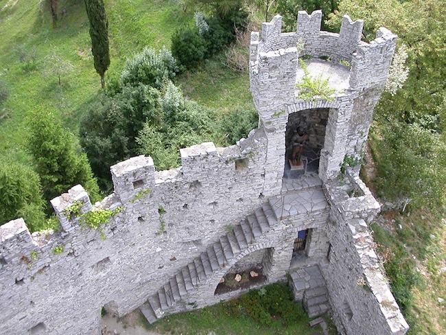Vezio Castle by Filippo Besana via Wikimedia Commons.