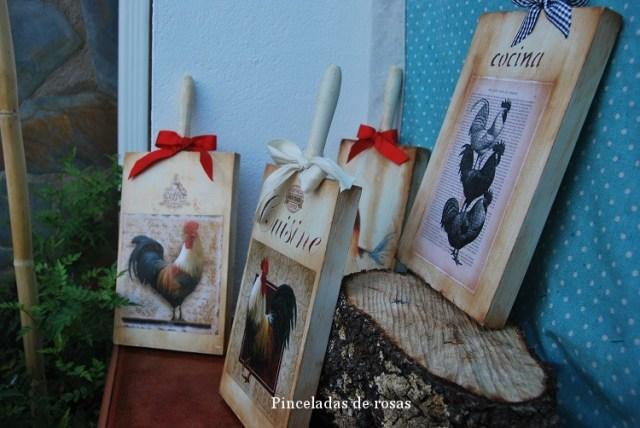 Mis tablas de mcocina decoradas gallos-gallinas (13)