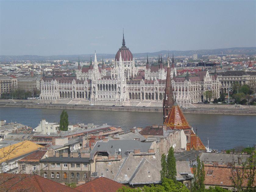 Diario Budapest – Abril 2010: Días 1-3: Castillo de Buda, Iglesia de Matías, Bastión Pescadores, Parlamento, San Esteban, Parque Varosliget, Baños Szechenyi
