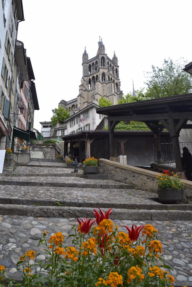Diario Suiza – Mayo 2015: Días 1,2: Lausanne: Catedral, Escaleras Mercado, Plaza Palud, Ayuntamiento, Castillo St Maire, Castillo Ouchy, Palacio Rumine