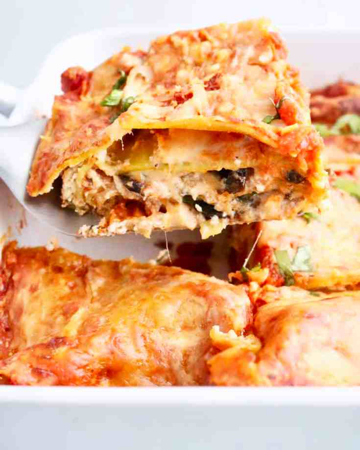 Skinny and Healthy Mushroom and Spinach Lasagna - Sautéed spinach and mushrooms mixed with creamy ricotta and layered in between lentil lasagna sheets slathered with tomato sauce and melty cheese. A healthier version of traditional lasagna that your whole family will LOVE! Vegetarian, Gluten-Free and packed with plant based protein! #skinnylasagna, #mushroomsandspinach, #vegetarianlasagna, #skinnyrecipes