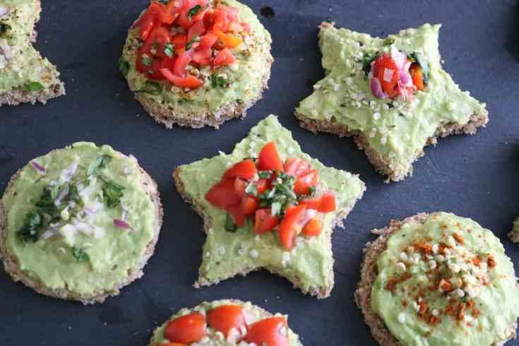 Super easy and kid-friendly avocado toast topped with fresh veggies to fuel them for the day ahead. #kidfriendlyrecipe #avocadotoast #easybreakfastrecipes #avocados