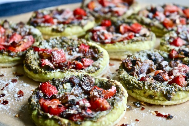 Mini Pesto Veggie Pizzas Photo