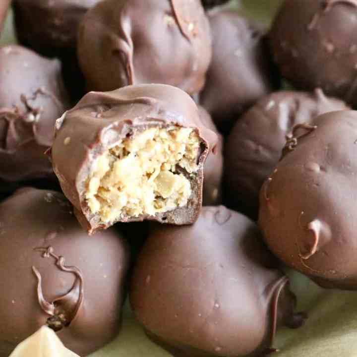 Chocolate Oatmeal Energy Bites