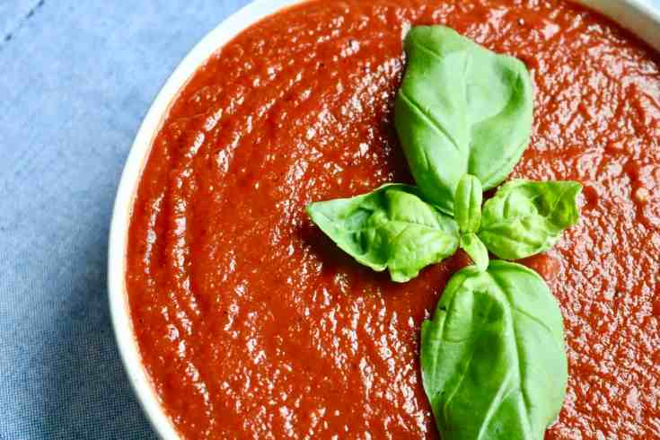Incredibly easy and quick tomato sauce with a delcious tomato flavor mixed with the perfect blend herbs, spices and a little sweetness to brighten up any pasta or pizza dish. #tomatosauce #redsauce #easyandquick #vegan