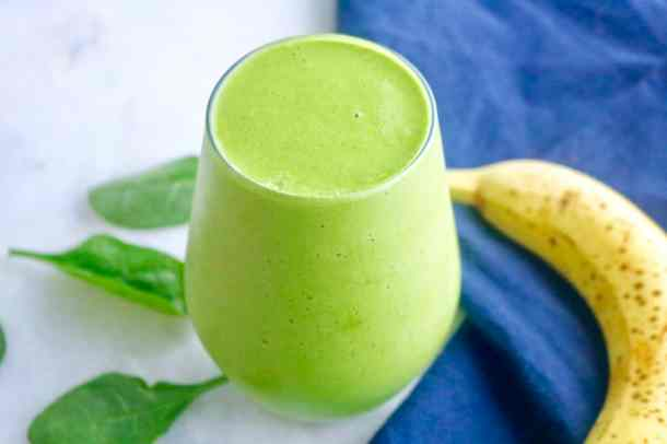 Easy green smoothie in glass