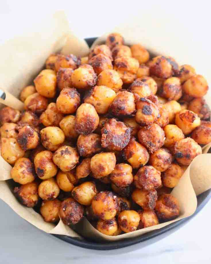 Hearty chickpeas tossed with bold taco seasoning and roasted in olive oil in a cast iron pan to crispy perfection. A great nutritious snack or topping for a salad. Only three ingredients and ready in less than 10 minutes! #tacoseasonedchickpeas, crispychickpeas, #healthysanck, #saladtoppings