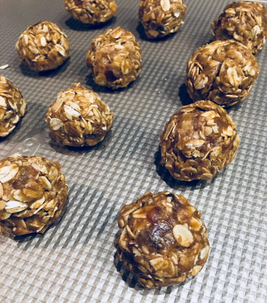 Makeover Your Oatmeal: 5 ingredient Oatmeal Balls - Pinch ...