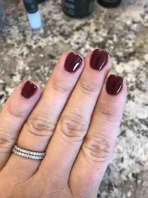 dip nail manicure