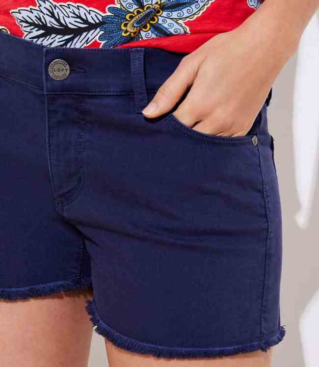 FRAYED DENIM SHORTS IN NAVY