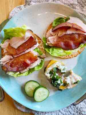 Easy-Healthy-Lunch-Ideas-Trader-Joes-Cauliflower-Thins-with-Turkey-Bacon-Lettuce-Mayo-and-Dijon