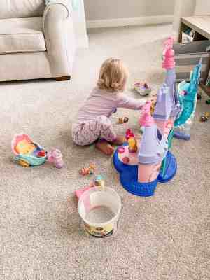 Brooke-playing-with-princess-set