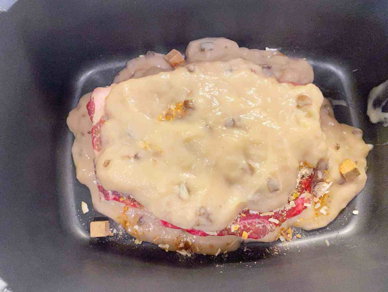 cream of mushroom soup on top of lipton onion soup