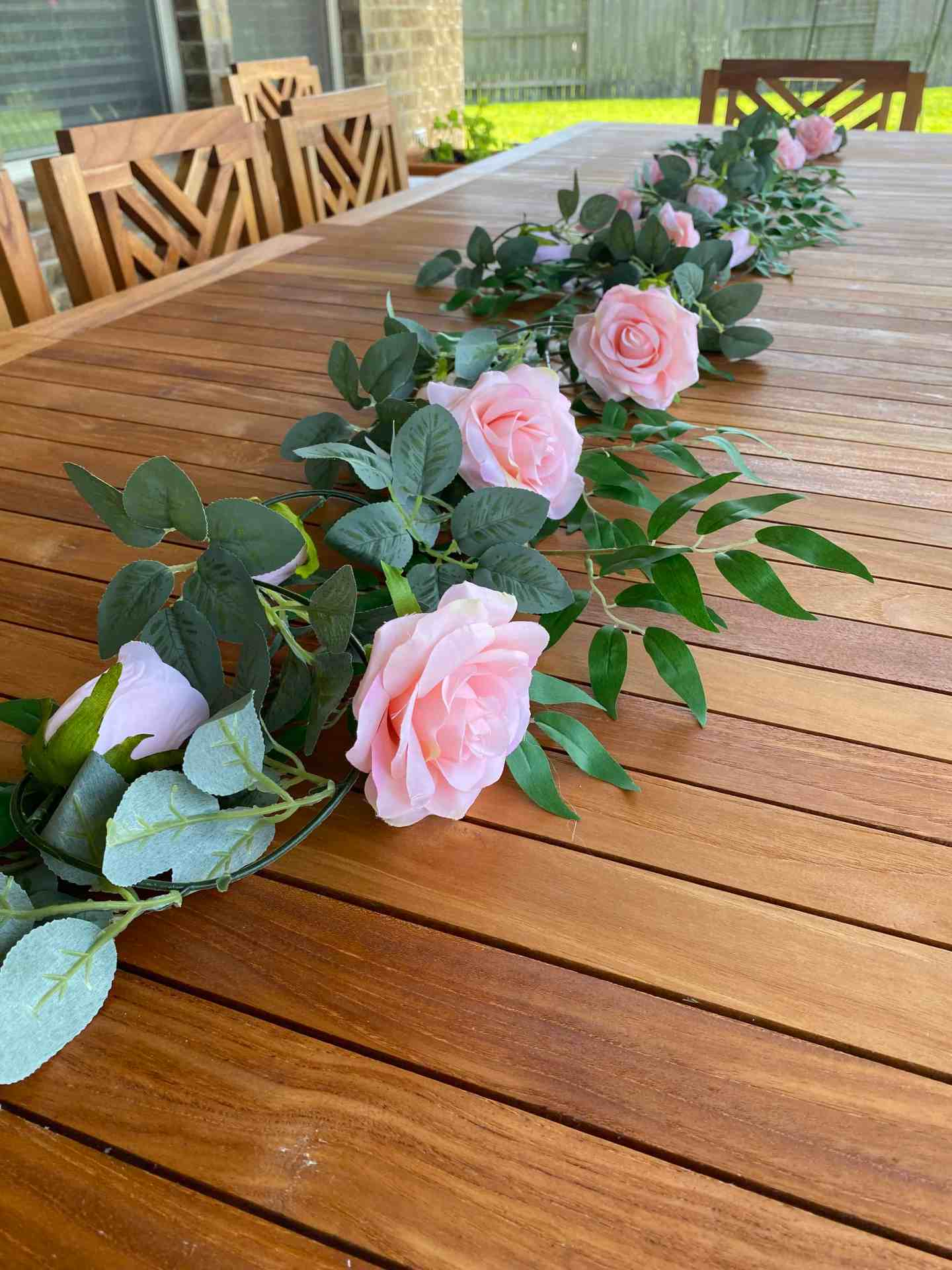 teak dining table decor