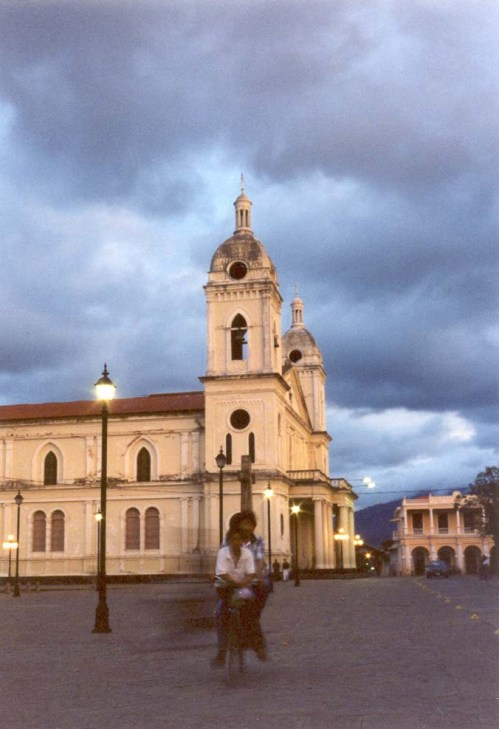 Hallo Welt - Granada in Nicaragua / Freeimages.com by Stephan Langdon
