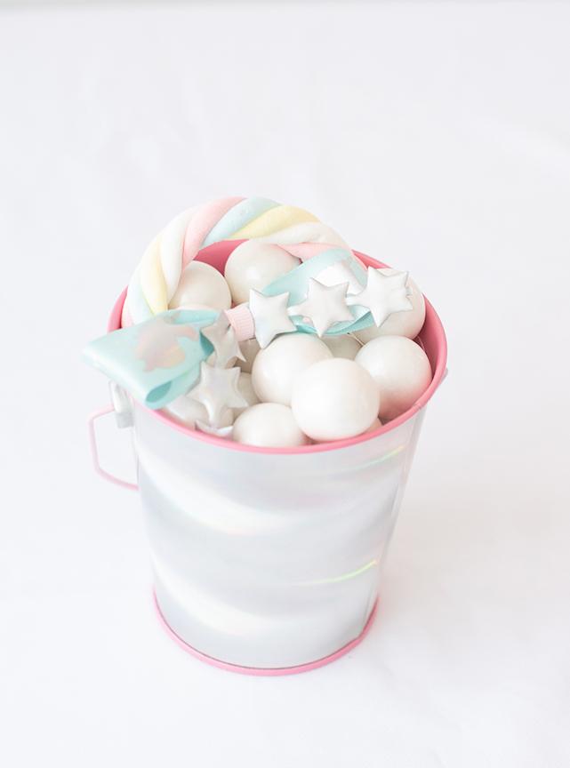 Unicorn Favor Bucket with Rainbow Marshmallows and DIY Unicorn Bow