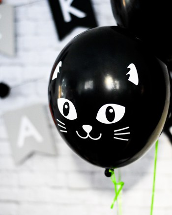 DIY Black Cat Balloons Made with Cricut Vinyl by Pineapple Paper Co.