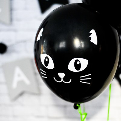 How to Make DIY Black Cat Halloween Balloons