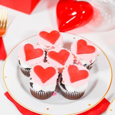 Easy Valentine's Day Cupcakes with Simple Fondant Tutorial