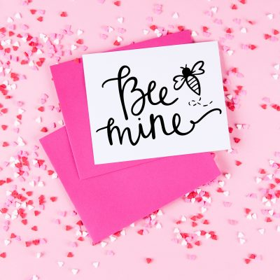 """Free """"Bee Mine"""" Valentine's Day SVG for Cricut Crafts"""
