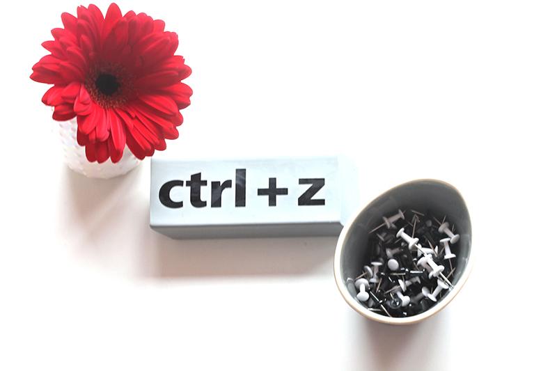 flatlay ctrl z bloem en pins - website verbeteren waarom