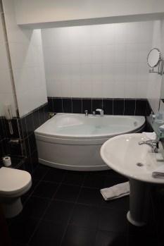 We love a good corner tub!