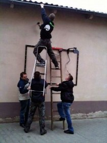 workplace-safety-fails-men-accident-waiting-to-happen-7-58cfea70c4b9b__605-7